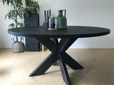 Finding the black dining room table as one of the furniture in your house will show the gothic appearance. Black Dining Room Table, Round Dining Table Modern, Square Dining Tables, Minimalist Dining Room, Kitchen Chandelier, Lunch Room, Furniture, Home Decor, Couches