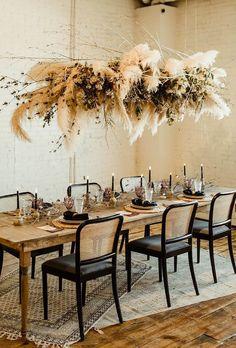 hochzeitsschuhe flach hochzeitsschuhe modern hochzeitsschuhe spruch Pampas grass installatijon in a table scape where rustic meets modern elements