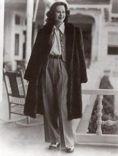 These 50 Vintage Photos of Women in Giant Pants in the Are Fascinating! Vintage Hollywood, Hollywood Glamour, Hollywood Actresses, 1940s Fashion, Vintage Fashion, 40s Mode, Vintage Outfits, Vintage Mode, 20th Century Fashion