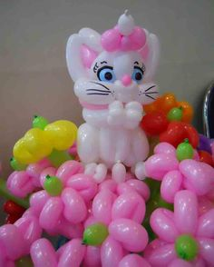 Balloon cat with flowers decoration made by Balloontwistee