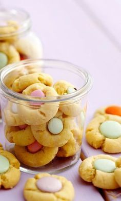 Keksikukat – katso ohje! | Meillä kotona Work Meals, Something Sweet, Dessert Bars, Biscuits, Food And Drink, Cooking Recipes, Sweets, Cookies, Baking