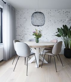 Home Made By Binnenkijker Modern Furniture Online, Home Furniture, Furniture Design, Dining Room Inspiration, Interior Inspiration, Interior Design Living Room, Living Room Decor, Minimalist Dining Room, Family Dining Rooms