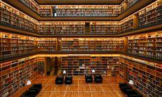 """Studienzentrum der Anna-Amalia-Bibliothek in Weimar. Moderner, würfelförmiger Bau, genannt """"Kubus"""""""