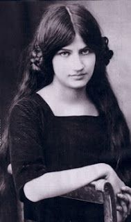 Jeanne Hébuterne April 1898 – 25 January was a French artist, best known as the frequent subject and common-law wife of the artist Amedeo Modigliani. On 24 January 1920 Amedeo Modigliani died. Jeanne Hébuterne's family brought her to their. Amedeo Modigliani, Italian Painters, Italian Artist, Richard Diebenkorn, Paul Gauguin, Jeanne, Portraits, French Artists, Famous Artists