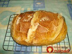 Babičkami mi vravela, že tento chlebík robili kedysi chudobní ľudia a jedli ho aj bez ďalších príloh, na ktoré nemali peniaze. Čím menšiu formu na chlebík použijete, tým bude vyšší. Babka mi vravela, že ľudia ho potierali tým, čo mali – masťou, smotanou a maslom len v časoch najväčšej hojnosti. U nás doma ho jeme...