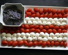 Fresh Mozzarella Tomato Basil Flag - easy to make and perfect snack for Patriotic Holidays! Fourth Of July Food, 4th Of July Party, July 4th, Yummy Appetizers, Appetizers For Party, Appetizer Ideas, Memorial Day Foods, Tomato Mozzarella, Mozzerella