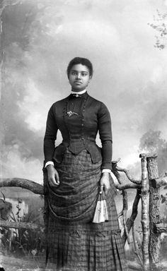 While these women gained worldwide acclaim, there were Black ladies of the Victorian era who went relatively unknown. Photo - Vintage photos show how Black women slayed the Victorian era Victorian Women, Victorian Era, Victorian Fashion, 1900s Fashion, Foto Portrait, American Photo, American History, American Life, Vintage Black Glamour