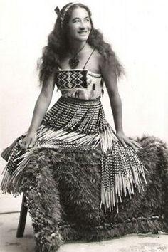 World Ethnic & Cultural Beauties, Maori dancer, Rotorua. Tonga, Ta Moko Tattoo, Polynesian People, Maori People, Long White Cloud, Maori Designs, Maori Art, Anthropologie, Folk