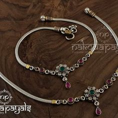15 Gorgeous Gold Plated Jewellery Designs To Wear With Sarees Payal Designs Silver, Silver Anklets Designs, Anklet Designs, Gold Ring Designs, Jewelry Design Earrings, Gold Earrings Designs, Gold Jewellery Design, Silver Jewellery Indian, Silver Bangles