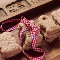 10 of the best Christmas cookies from around the world - Cool Mom Picks Christmas Desserts, Christmas Treats, Christmas Baking, Christmas Fun, Christmas Biscuits, Holiday Baking, Holiday Treats, Christmas Lights, Dutch Cookies