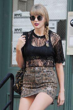 Taylor Swift seen on the streets of Manhattan on July 2018 in New. Taylor Swift Sexy, Taylor Swift Latest, Taylor Swift Fearless, Long Live Taylor Swift, Taylor Swift Pictures, Taylor Alison Swift, Taylor Swift Vestidos, Swift Photo, Sexy Stockings