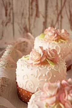 Mini bolos: D por minty.bonbon
