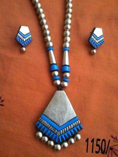 Teracota jewellery Terracotta Jewellery Making, Terracotta Jewellery Designs, Polymer Clay Necklace, Polymer Clay Pendant, Funky Jewelry, Handmade Jewelry, Teracotta Jewellery, African Jewelry, Ceramic Jewelry