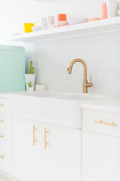 Ashley from Sugar & Cloth proves that a small kitchen can be big on impact with this studio kitchenette renovation.