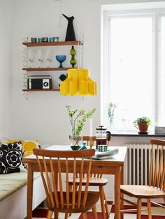 37 Dining Nook To Work on Today - Interior Desgin Day Easy Home Decor, Home Decor Trends, New Interior Design, Interior Decorating, Decorating Ideas, Modern Decor, Mid-century Modern, Modern Houses, Sheila E