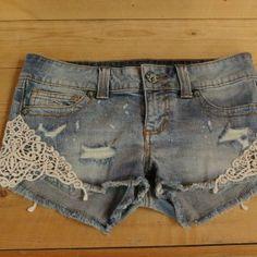 jeans short met haakwerk, ideaal voor bij je festival outfit, West-Flanders Motorbikes Roeselare via www.sos2dress.be