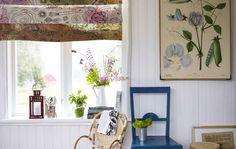 Teindre du tissu avec une teinture élaborée à partir de déchets de légumes, pour donner du cachet à son rideau.