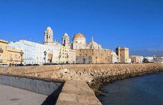 Après deux jours à Malaga et une étape à Ronda, notre roadtrip autour de l'Andalousie se poursuitsur la côte atlantique de l'Espagne. Nousempruntons la route des villages blancs pour rejoindre la ville de Cadix,située à environ deux heures de route. En chemin, nous décidons de faire une halte pour le déjeuner à Arcos de la […]