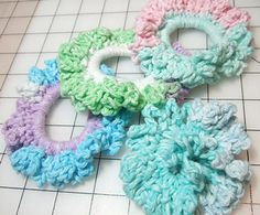 [Video Tutorial] This Lovely Ponytail Holder Is The Perfect Gift You Can Make Using Up Leftover Yarn - Page 2 of 2 - Knit And Crochet Daily - Knitting patterns, knitting designs, knitting for beginners. Crochet Pony, Free Crochet, Knit Crochet, Crochet Unicorn, Crochet Beanie, Cotton Crochet, Easy Crochet, Crochet Hair Accessories, Crochet Hair Styles