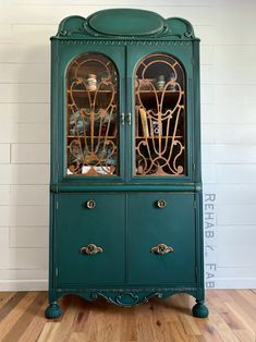 An earthy, vibrant green! 📸: Rehab to Fab Green Painted Furniture, Refurbished Furniture, Paint Furniture, Refurbished Hutch, Blue Furniture, Painted China Hutch, China Hutch Decor, China Hutch Makeover, Diy Dresser Makeover