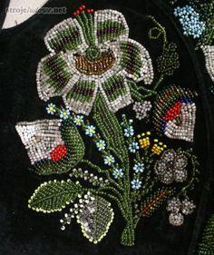 Haft koralikowy ze stanika sukni (kiecki). Ze zbiorów Muzeum w Łowiczu, fot. M. Bartosiewicz Polish Embroidery, Beaded Embroidery, Polish Folk Art, Diy Clothing, Traditional Dresses, Folklore, Diy Fashion, Poland, Seed Beads
