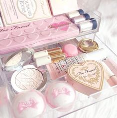 Pink make up Too Faced Kawaii Makeup, Cute Makeup, Pretty Makeup, All Things Beauty, Beauty Make Up, Girly Things, Makeup Storage, Makeup Organization, Mac Makeup