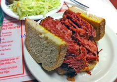 Montreal Smoked Meat Sandwich from Schwartz's Montreal Smoked Meat Sandwich, Bbq Pics, Good Food, Yummy Food, Awesome Food, Restaurants, Smoke Grill, Smoking Recipes, Canadian Food