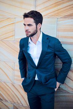Een donker blauw kostuum met wit hemd blijft toch een prachtige klassieker! #musthave