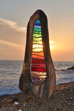 What a neat way to blend driftwood and stained glass