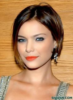 Check Out 21 Best Short Haircuts For Fine Hair. With fine hair you can easily be feminine, extravagant, stylish and playful. Short Haircuts 2014, Haircuts For Fine Hair, Cute Hairstyles For Short Hair, Modern Hairstyles, Hairstyles Haircuts, Short Hair Cuts, Straight Hairstyles, Short Bob Thin Hair, Short Bobs