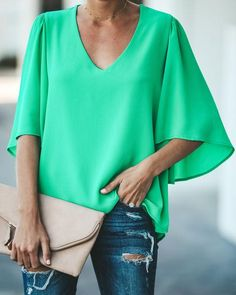 Let's Get Social Flutter Sleeve Blouse - Emerald Edgy Outfits, Simple Outfits, Fashion Outfits, Fashion Tips, Fashion Websites, Fashion Styles, Spring Blouses, Flutter Sleeve Top, Cool Style