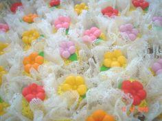 Brigadeiro de maracujá com flor de pasta americana