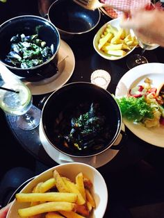 Café des Amis . Moules et Frites . Zürich . Switzerland . Palak Paneer, New Recipes, Ethnic Recipes, Food, Essen, Meals, Yemek, Eten