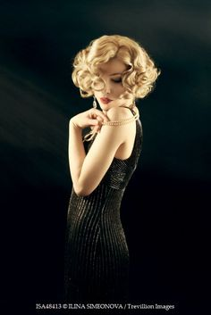 Health Hair Care Advice To Help You With Your Hair. Do you feel like you have had way too many days where your hair goes bad? 1920s Hair Short, 1930s Hair, Flapper Hair, Gatsby Hair, Flapper Girls, 1920s Flapper, Pin Up, Retro Hairstyles, Wedding Hairstyles