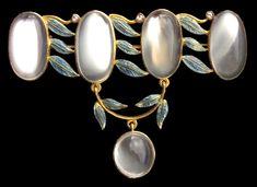 Superb Arts & Crafts Brooch - Tadema Gallery