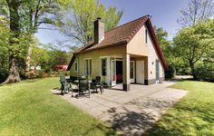 Holiday home Dalfsen II Dalfsen Holiday home Dalfsen II is a detached holiday home located in Dalfsen in the Overijssel Region and is 12 km from Zwolle. The unit is 31 km from Deventer, and guests benefit from free WiFi and private parking available on site.