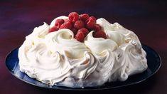 Nejslavnější dorty podle cukrářských mistrů - Novinky.cz Fab Cakes, Paris Brest, Pavlova, Cinnamon Rolls, Easy Desserts, Red Velvet, Icing, Wedding Cakes, Cheesecake