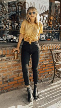 46 Cool Looks for this Summer Get ready for this summer with these awesome outfits ideas featuring crop tops, denim shorts, boyfriend jeans, round sunglasses, skirts & much more for this season. Take a look! Black Women Fashion, Look Fashion, Womens Fashion, Fashion Basics, Edgy Fall Fashion, Fashion Trends, Fashion Clothes, Autumn Fashion Uk, Cool Fashion Style