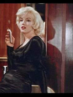Hollywood Cinema, Old Hollywood, Estilo Marilyn Monroe, Movie Facts, Movie Trivia, Some Like It Hot, Rare Images, The Most Beautiful Girl, Beautiful Pictures