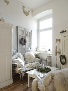 princessgreeneye: Eukalyptus & Co................... Style At Home, Living Room, White Christmas, Antiques, House Styles, Shabby Chic, Inspiration, Furniture, Home Decor