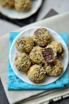 Mogyorós csokigolyó - édesség sütés nélkül! Almond, Food Porn, Muffin, Food And Drink, Sweets, Cookies, Breakfast, Recipes, Kitchen