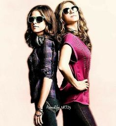 Beca Mitchell & Chloe Beale A. Everybody's OTP at one point Anna Kendrick Pitch Perfect, Pitch Perfect 1, Pitch Perfect Outfits, Shes Perfect, One Direction Louis, Celebs, Celebrities, Becca, Girl Pictures