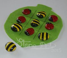 """Pebble game TIC TAC TOE Game """"Bee & Ladybug"""" travelgame birthday present game… Spring Theme, Spring Party, Bee Crafts, Plate Crafts, Art For Kids, Crafts For Kids, Bug Activities, Atelier D Art, Green Craft"""