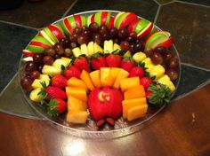 Thanksgiving fruit tray **We cannot get enough of these #Thanksgiving turkeys made of fruit! Just add Pomegranate or Rose Petal #Saladshots as a perfect compliment to the sweet, succulent fruit without alot of extra sugar, fat & calories! Twitter: www.twitter.com/... Facebook: www.facebook.com/... Instagram: instagram.com/... Website: www.Saladshots.com