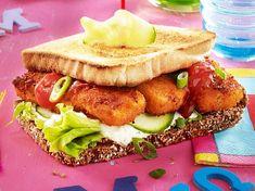 Unser beliebtes Rezept für Fischstäbchen-Burger mit Gurkenremoulade und mehr als 55.000 weitere kostenlose Rezepte auf LECKER.de. Dinners For Kids, Kids Meals, Easy Healthy Recipes, Vegan Recipes, Vegan Food, Delicious Recipes, Remoulade, Wrap Sandwiches, Salmon Burgers