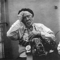 Leo Matiz Espinoza ( Aracataca, Apr 1 1917 - Bogotá , Oct 24 1998 ) one of the most prominent photographers and cartoonists international recognition. Among his works are recorded notable characters and events as The Bogotazo (1948 ) during which he was injured. One of his photographic works, Peacock Sea, is considered one of the best collection of photographs of Colombia and was admired in Japan and the United States. In 1949 he was elected as one of the ten best photographers in the world.