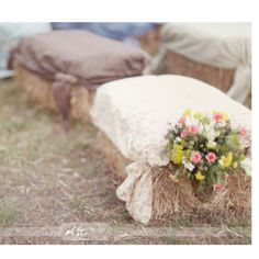 Hay bail seats!@Sam McHardy Taylor Williams i KNOW IT IS FOR A WEDDING, BUT IT could BE A CHEAP WAY TO SEAT EVERYONE