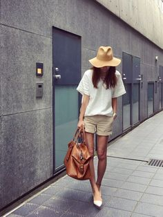 (try Daisy Duke & my favorite T with lether beach sandal, red anclet, straw hat) Fashion Pants, Love Fashion, Girl Fashion, Fashion Outfits, Womens Fashion, Fashion Trends, Fashion Clothes, Japanese Street Fashion, Japan Fashion