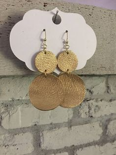 Leather Jewelry Making, Diy Leather Earrings, Beaded Earrings, Earrings Handmade, Beaded Jewelry, Heavy Earrings, Homemade Jewelry, Leather Projects, Leather Accessories
