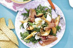 7 juli - Rucola in de bonus - De klassieker meloen en ham in een nieuwe combinatie met mozzarella en een zoete dressing - Recept - Rucolasalade met mozzarella - Allerhande